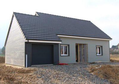 Maison avec garage toiture HP10 ardoisé, bardage bois deux tons 140 m²