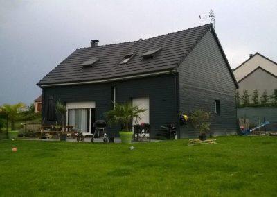 Maison en bardage bois gris anthracite avec étage